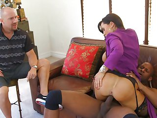 Brunette chica Lisa Ann gives blowjob to Prince Yashua