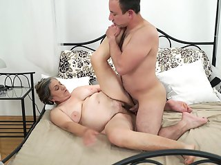 Shameless hoochie can't live a day without taking erect pole in her mouth