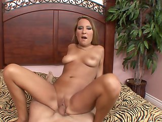 Teen does her best to make dude squirt the load out