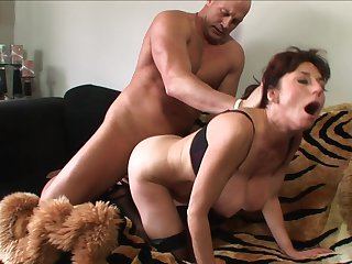 Brunette makes man unload spunk upon her face