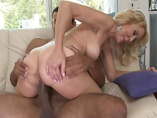 Blonde Erica Lauren does lewd things and then gets her nice face covered in love juice