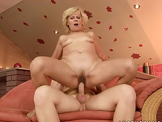 Mature does dirty things and then gets her nice face cum drenched
