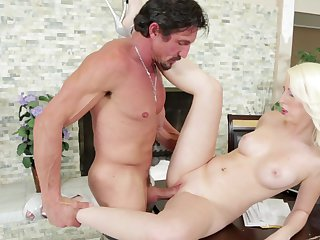 Teen Tommy Guns and hard cocked guy enjoy oral sex