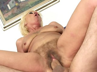 Mature has some time to give some oral pleasure