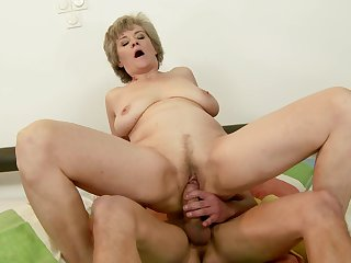 Mature takes dude's erect meat pole in her mouth