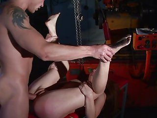 Brunette proves that she can fuck like no other