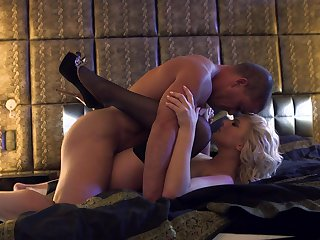 Blonde shows off her hot body as she gets her mouth drilled by mans erect love torpedo