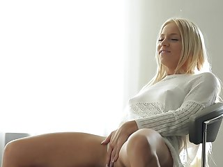 Blonde toying her bush