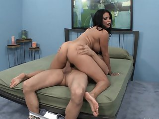 Michael Stefano gets turned on to the point of no return by Milf hussy Sophia Lomeli and then pounds her mouth